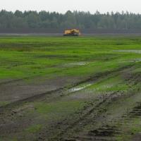 Těžkou mechanizací těžené rašeliniště Branná